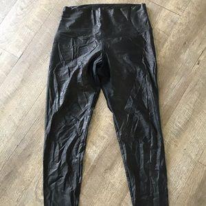 Onzie snakeskin looking leggings size M/L